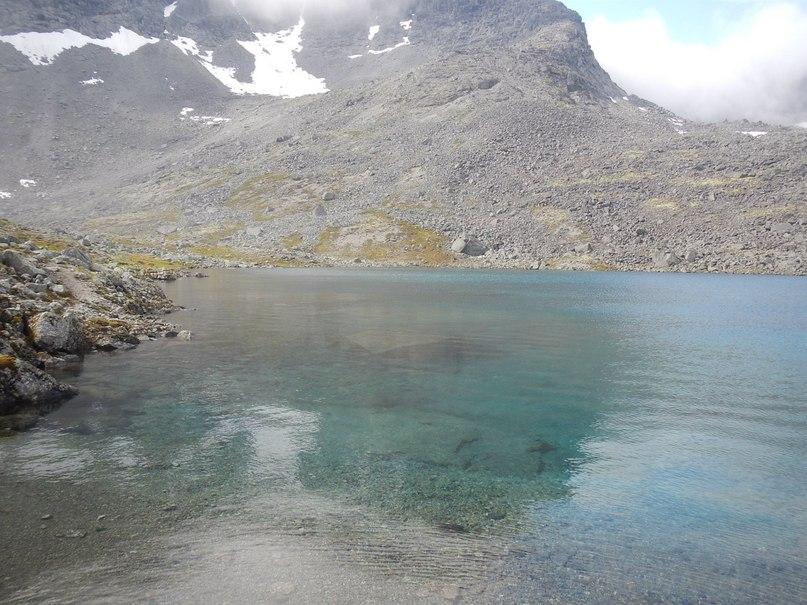 Озеро за перевалом Западного петрелиуса